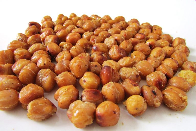 Spicy Roasted Chickpeas - The Skinny Chick's Cookbook