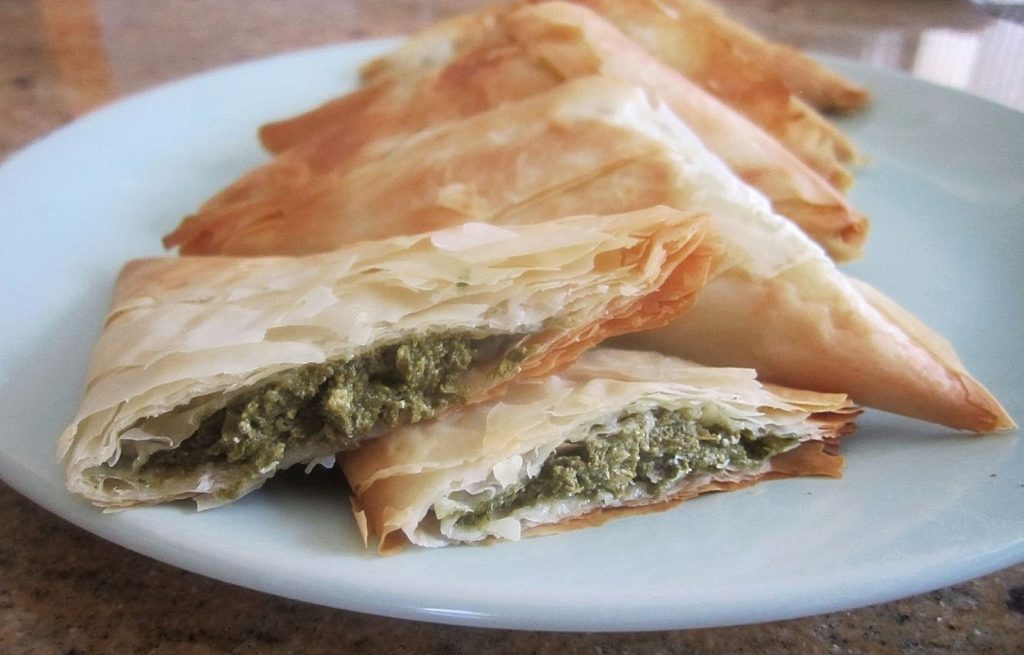 Spinach and goat cheese phyllo triangles the skinny for Phyllo dough recipes appetizers indian