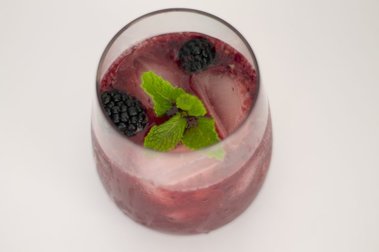 blackberry vodka fizz